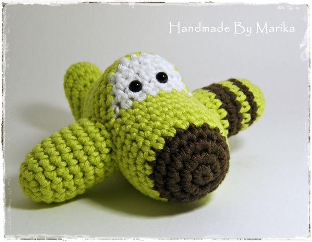I crocheted this soft and cute baby rattle using high quality organic cotton yarn. It is very friendly to your child´s skin.  I filled it with allergy free polyfil stuffing and added a rattle...