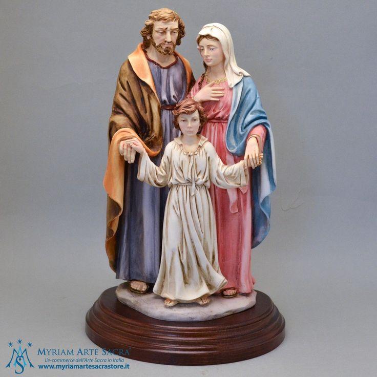 Elegante statua della Sacra Famiglia realizzata in resina e dipinta finemente a mano. Scatolata.  H 40 CM #sacrafamiglia