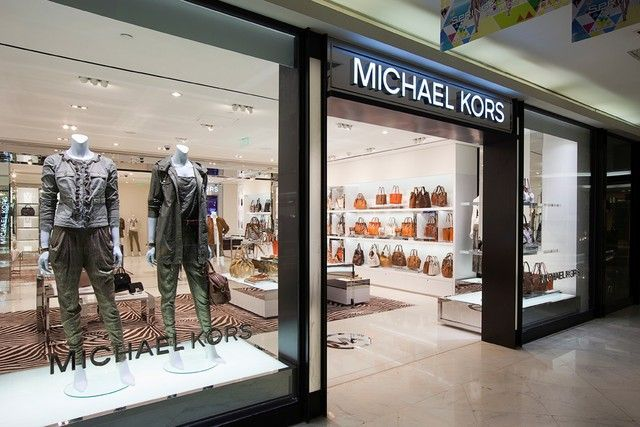 Michael Kors stores are located at 108 N Robertson Blvd in Los Angeles (Beverly Hills adj), at the Grove Shopping Center at 189 The Grove Dr #70 and at 360 N Rodeo Dr, Beverly Hills, CA 90210.