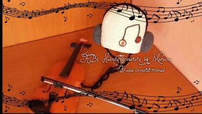 Hainute si accesorii crosetate by Mariana: The little musician