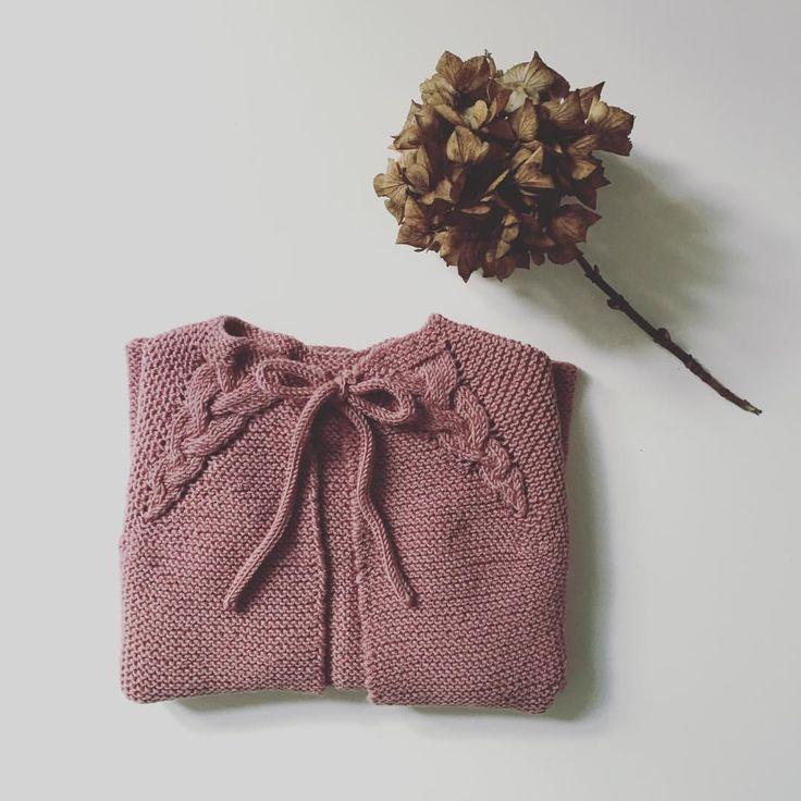 Endnu et strikkeprojekt til Ingrid klar #softisjakke #paelas #strik #strikktilbarn #strikk #knit #nevernotknitting #knitforyourkid #knitstagram #sophiesstrikkekalender2016 #sophies_syslerier