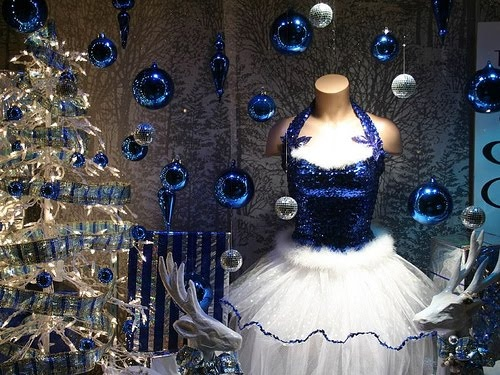 Specialty store services bright ideas for today 39 s retailer for Retail store window display ideas