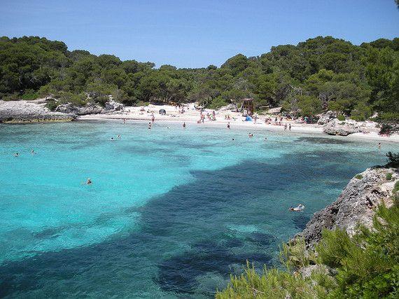 Las mejores playas de Menorca La más oriental de las islas Baleares, Menorca, es también la que mejor ha sabido conservar su patrimonio natural www.turismoeuropeo.es