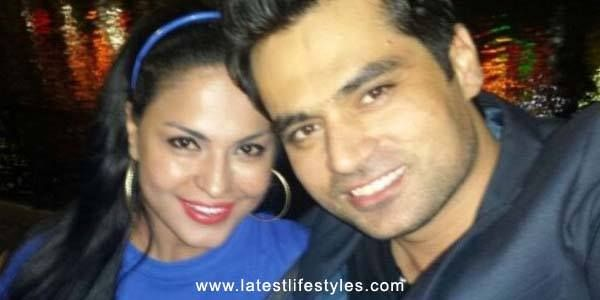 Lollywood turned Bollywood Actress Veena Malik is no more single now. Veena Malik has been married with Asad Basheer Khan yesterday on Christmas Day celebration.
