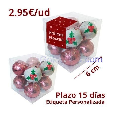 Son 50 cajas de acetato transparente con etiqueta personalizada con 9 BOLAS CHOCO CREMA ROSA NAVIDAD son bolsa de chocolate con crema blanca y un pequeño caramelo con chasquido que te sorprende al comerlas.