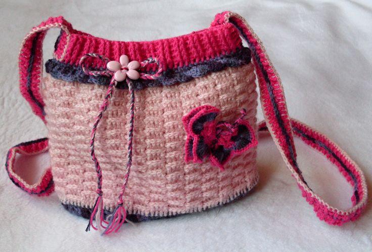 Háčkovaná kabelka dětská s motýlkem