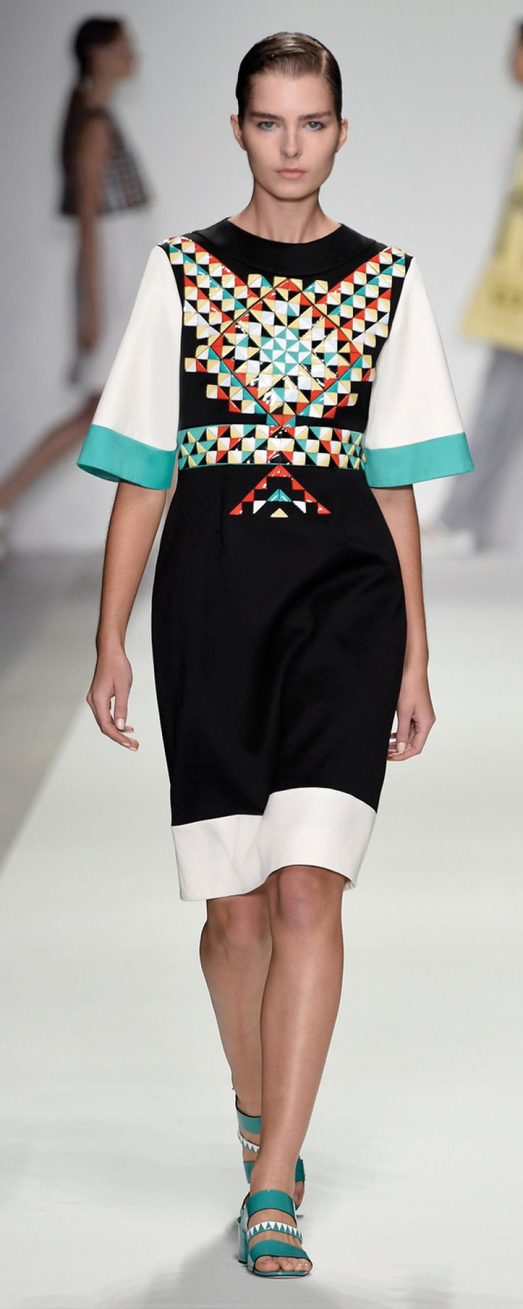 """Holly Fulton SS 2015 Scottish designer Holly Fulton's label personifies modern relaxed luxury. Fulton is extremely attentive to detail in her complex graphic embellishment and print.  """"Hand rendered, digitally manipulated print coupled with unusual fabrications create strong unified looks, from top to toe."""" (Fulton, 2014) http://www.hollyfulton.com/collection/ss15#34"""