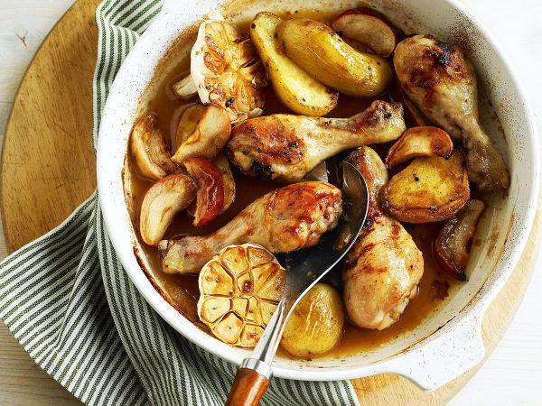 Pouletschenkel mit Honig, Kartoffeln und Äpfeln