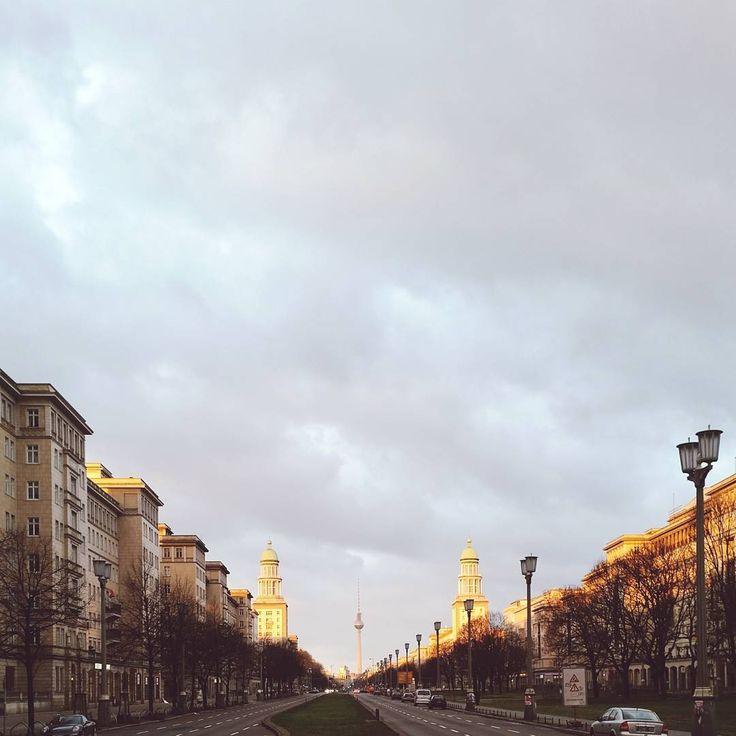 Morgenstimmung auf der Frankfurter Allee.  #berlin #igersberlin #diestadtberlin #visit_berlin #ig_berlincity #igersgermany #ig_deutschland #srs_germany #vsco #vscocam #vscogood #vscogermany #vscodaily #tgif_city #thattoweragain #loves_cityscapes #loves_united_europe #loves_united_germany #ig_europe #bbc_travel #mobilephotography #jj_mobilephotography #icapturemobile #mobilemag #mobile_perfection #pixelpanda