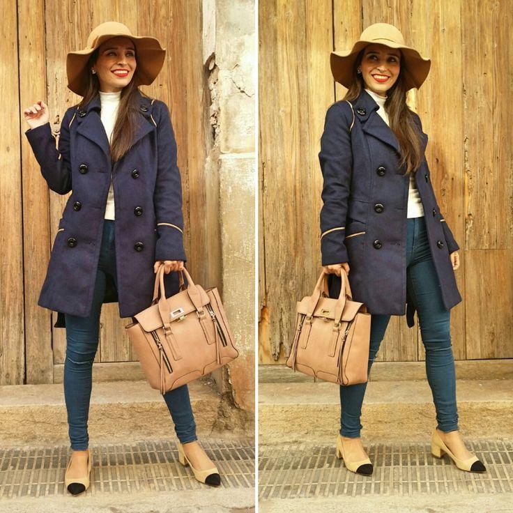 Abrigo de paño - Temporada: Otoño-Invierno - Tags: look, coat, streetstyle, fashion, stardivarius, moda - Descripción: Abrigo de paño azul marino y ribetes camel