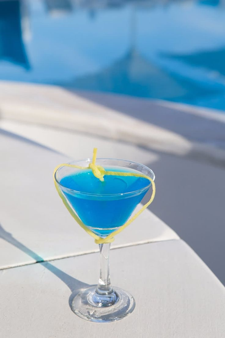 Get creative in #DelMarBar,  mixing the natural blues of the delectable Mykonos with the slinky cocktails of our masterful mixologists! #kivotosmykonos #luxuryhotels #luxurylifestyle #summercolours #privatepools #privatedining #instatraveling http://qoo.ly/gjkr7