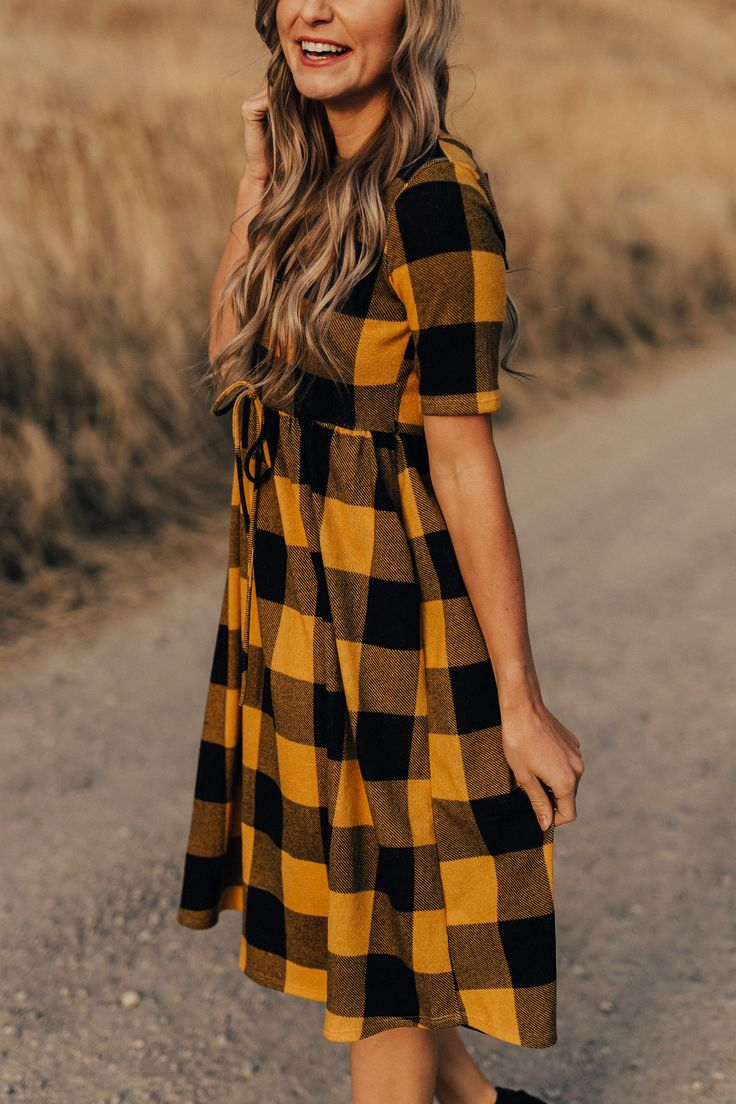 I️ like the style of this dress, the sleeves, length and tie at the waist. I️ don't like yellow and black plaid