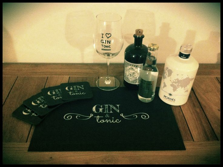 the whole set G&T! I could find a suitable bar mat for my husbands gin & tonic collection so I designed one myself :-)  http://mashaweenink.wix.com/ginandtonic