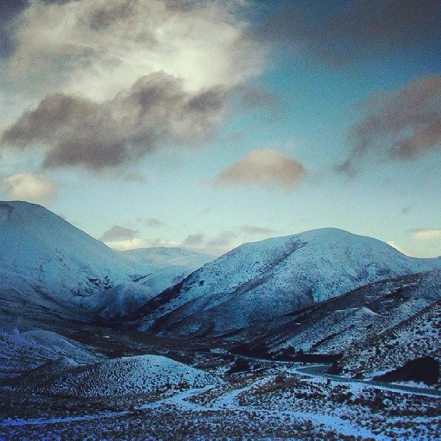 #Lindis #Pass @ an #altitude of 971M is a very #scenic #drive en #route to #Queenstown. Given to #high altitude, the otherwise #dark #hay co...