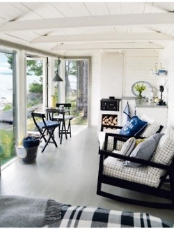 Summer house in Sweden.  Photo by Pernilla Hed.  (www.fromscandinaviawithlove.com)