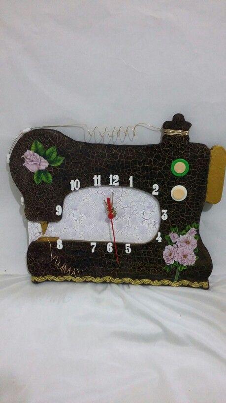 Relógio  máquina de costura