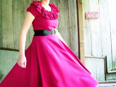 Twirling Sundress Tutorial   http://mama-says-sew.blogspot.com/2012/07/twirling-sundress-tutorial.html
