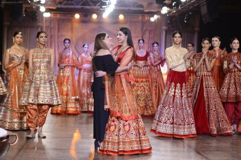 Divya-Khosla-Walks-For-Reynu-Taandon-at-the-FDCI-India-Couture-Week-2016-5-1068x712