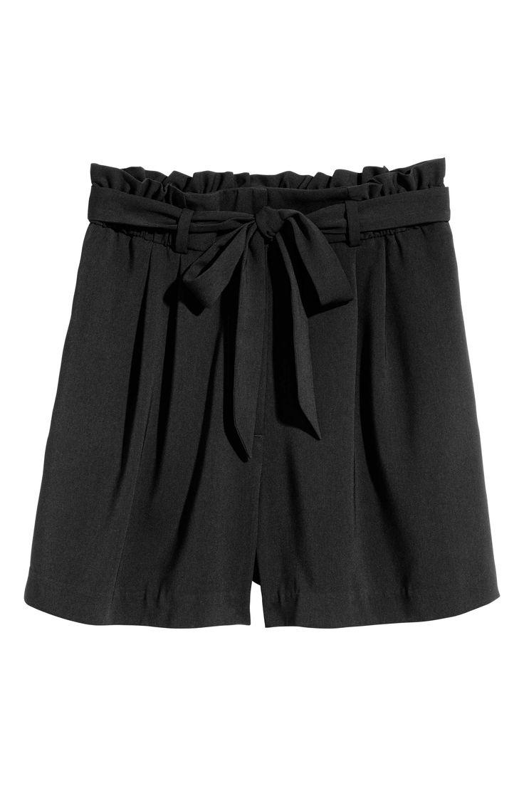 Calções curtos (preto): H&M (19,99€)