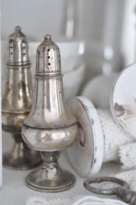 silver salt and pepper shakers: Salts Peppers Shakers, Favorite Vintage, Hwit Blog, Antiques Sugar, Antique Silver, Vintage Silver, Antiques Brocante Vintage, Silver Salts, Antiques Feelings