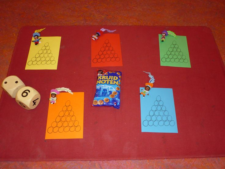 Sinterklaasspel: gooien met dobbelsteen, vul de toren. Groepje die als eerste bovenaan is, heeft gewonnen.