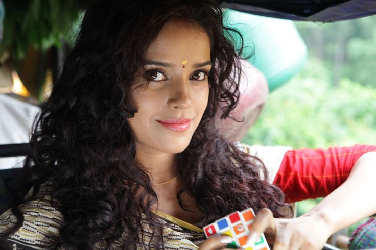 """Actress Pia Bajpai, who will next be seen in upcoming Tamil-Malayalam bilingual """"Abhiyum Anuvum"""", says she didn't hesitate to tonsure"""