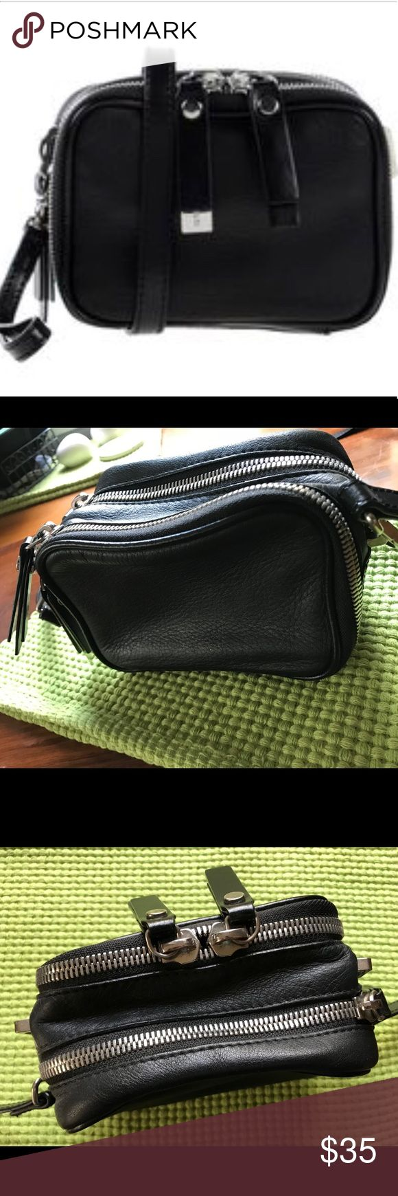 DIESEL BLACK GOLD CROSSBODY LEATHER HANDBAG!!! This lil gem is in GREAT condition! Detachable straps. Zip closure. Two separate compartments. This clutch/crossbody is a great piece for any occasion! A MUST HAVE! Diesel Black Gold Bags Crossbody Bags