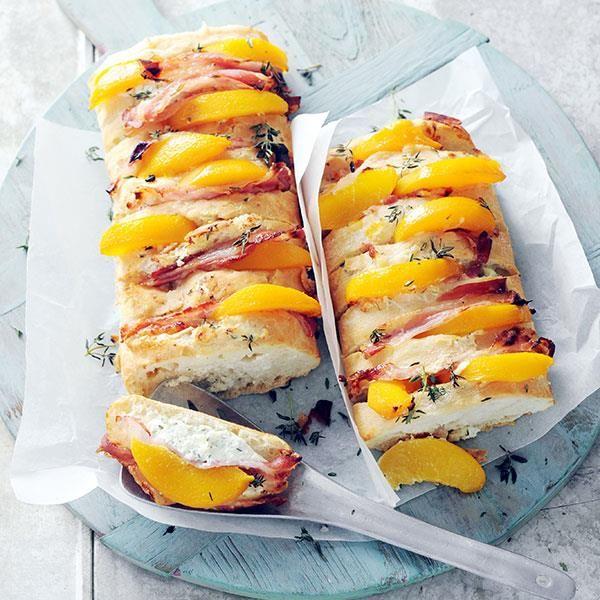 Gevulde ciabatta met perzik en pancetta