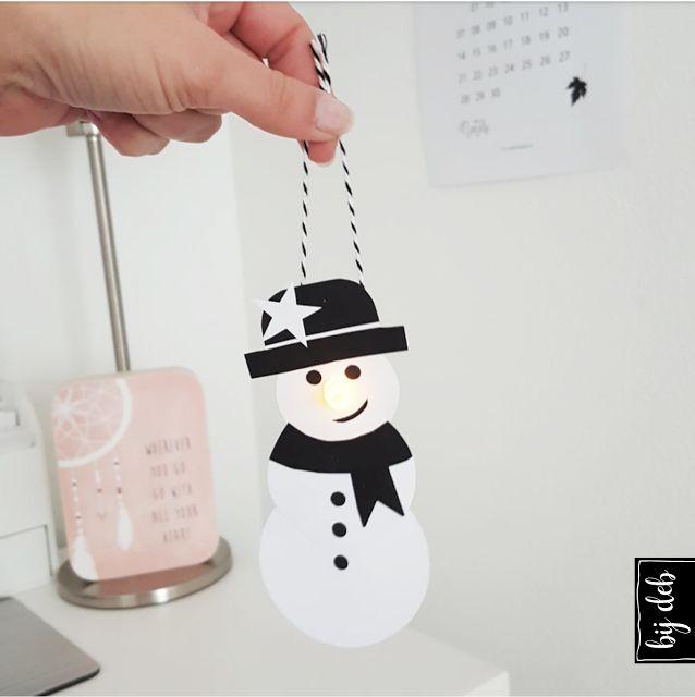 Hallo allemaal, Wat een super leuke reacties kreeg ik van jullie op de Kerst lampionnen..En ik had op Facebook en Instagram al stiekum laten zien hoe de Sneeuwpopmet waxine lampje eruit ziet. Ik heb e
