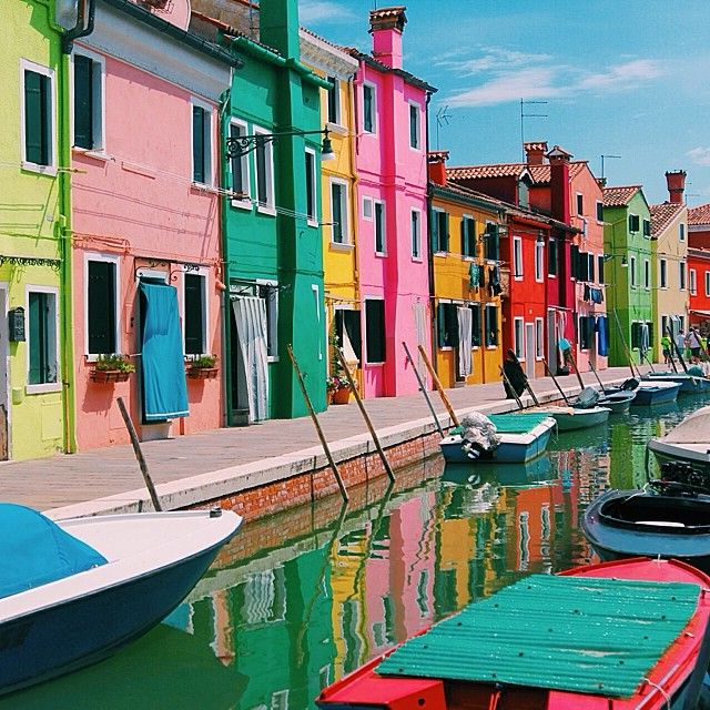 Burano (not to be confused with Murano) in #Italy is one of the most colorful places in the world. Photo courtesy of readysetjetset on Instagram.