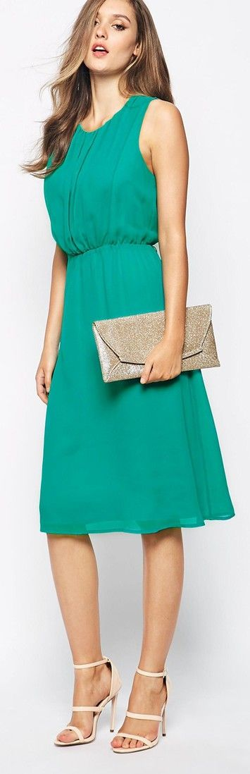 Lovely green dress --> green dress with high heels and clutch. Natural hairstyle. JustBeStylish.com