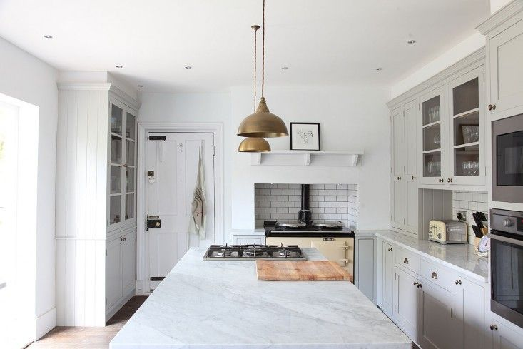 Spotted and admired: a white Georgian kitchen in Hampshire, UK; we're loving the understated minimalist take on the traditional English kitchen. Even staun