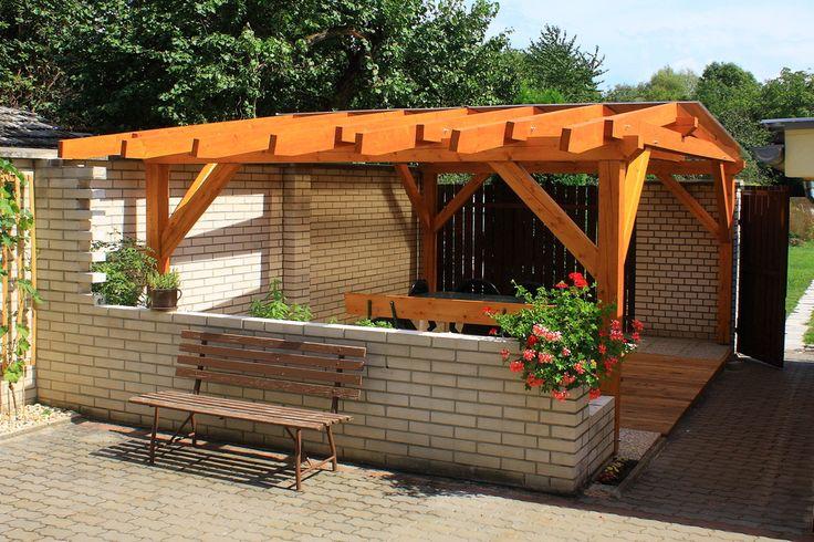 Nieuw hout van een houten pergola moet zo snel mogelijk beschermd worden met een houtverf - Pergola hout bedekt ...