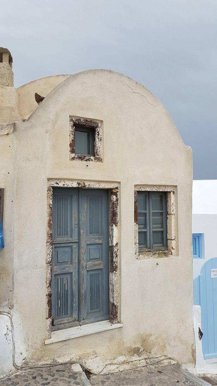 Old house in Oia village #santorini #santorinigreece #santorinioia #oia #greece #oldhouse