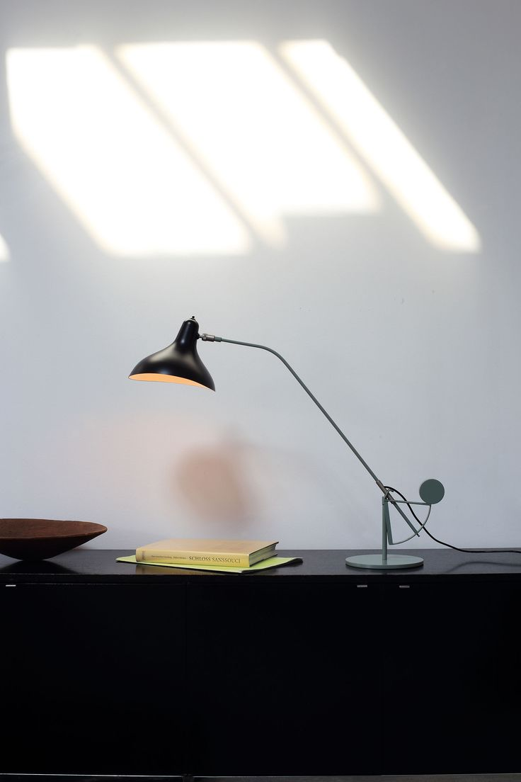 BS3 table lamp from the Mantis series by Bernard Schottlander, edited by DCW éditions.