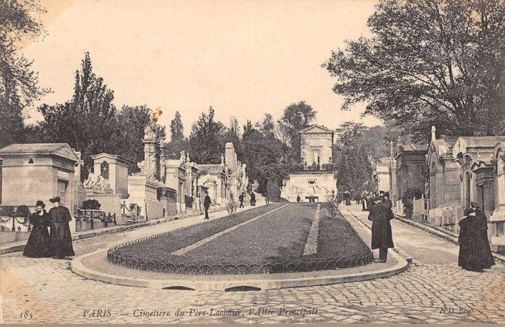 L'allée principale du cimetière du Père-Lachaise, vers 1905  (Paris 20ème)