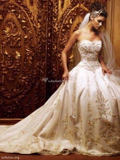 Transformando mulheres sonhadoras em noivas realizadas há 20 anos, o Fashion Noivas é o espaço perfeito para encontrar seu vestido e acessórios de casamento. Conta com uma equipe de estilistas e fashionistas especializados em enlaces nupciais,