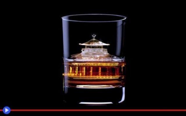 Un bicchiere di whisky e l'arte giapponese del ghiaccio #giappone #pubblicità #whisky #bevande