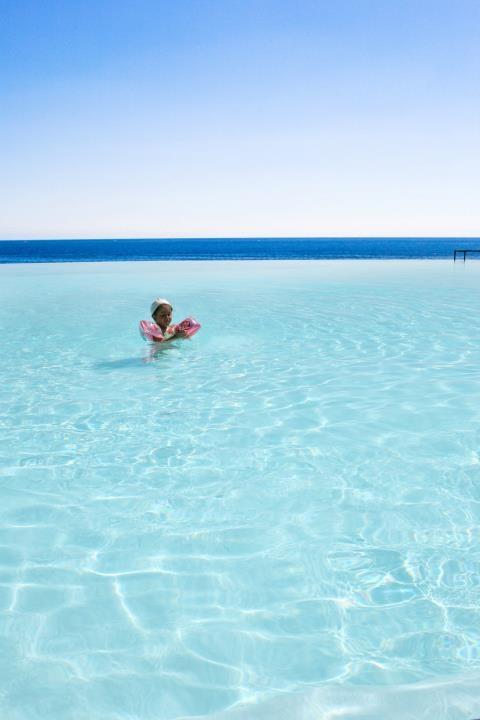 sapete distinguere dove finisce la piscina ed inizia il mare...? Hotel Santa Tecla Palace Acireale Sicily
