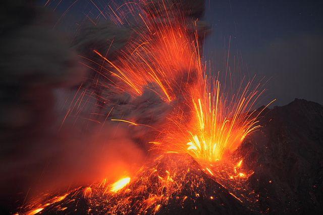 sakurajima 桜島 #japan #kyushu #kagoshima #volcano: Ultimate Volcanoes, Sakurajima Volcanoes, 12 Photo, Love Photography, Photographers Martin, Nice Places, Volcanoes Photo, Extreme Weather, Landscape Photographers