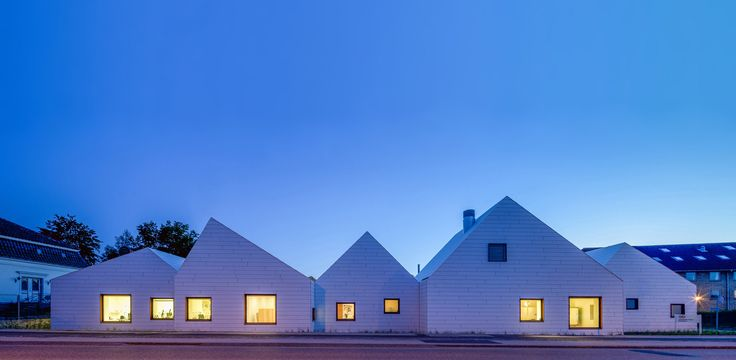 Built by EFFEKT in Copenhagen, Denmark with date 2013. Images by Quintin Lake. Livsrum is EFFEKTs 1. prize project in the competition for a new cancer counseling center at Næstved hospital in Denm...