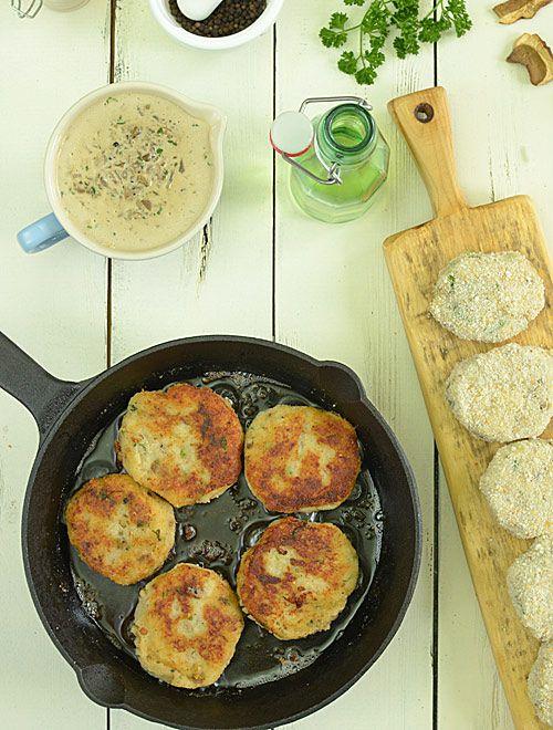 Kotleciki ziemniaczane z suszonymi grzybami i sosem z suszonych grzybów :) - etap 7