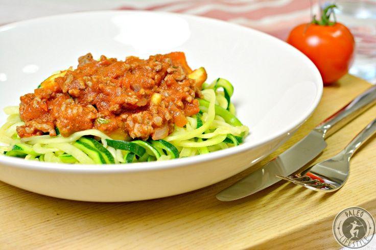 Das Rezept für Paleo Spaghetti Bolognese ist eine leckere glutenfreie Variante des italienischen Originalrezeptes. So lässt sich Italien nach Hause holen.