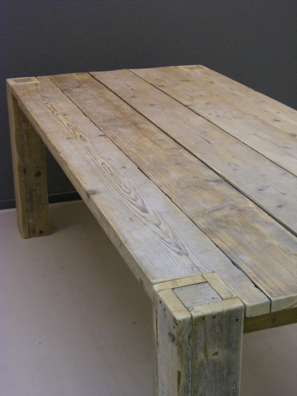 Tafel oud steigerhout L210xB100xH76cm poten door het blad (jorg-steigerhout.nl)