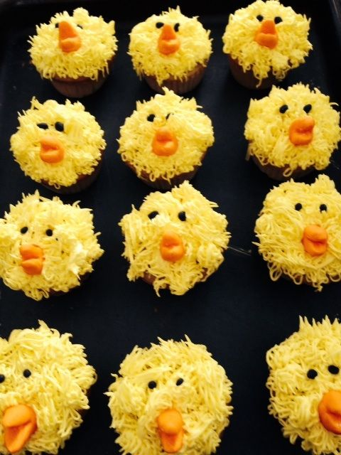 little chicken cupcakes, farm animal cupcakes