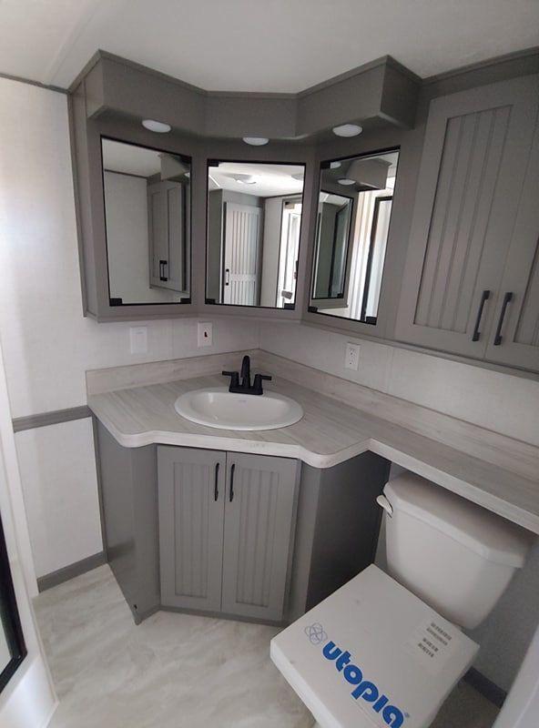 2020 Woodland Park Timber Ridge 260 For Sale Spokane Wa Park Model Homes Tiny House Interior Design Model Homes
