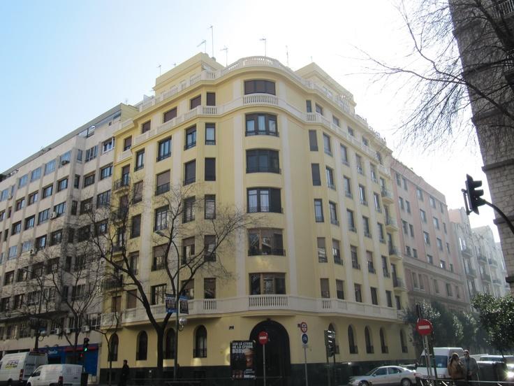 Edificios contemporaneo exterior puertas fachada for Exterior edificios