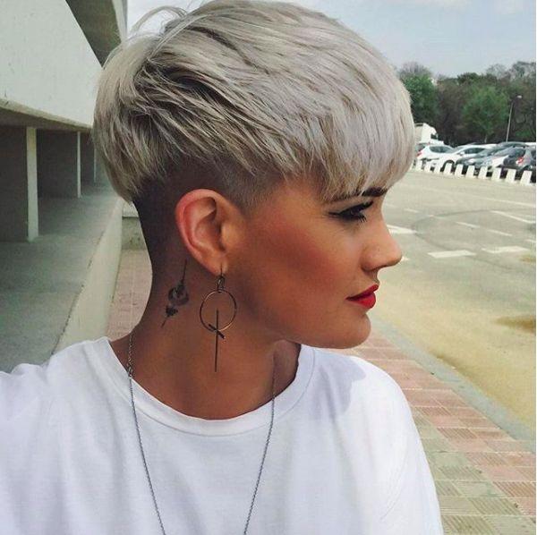 5 Silver Blonde Pixie-sidecut avec-   – Frisuren