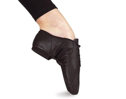 Ref: SO405  This split sole from Bloch is the jazz shoe which moulds to your foot perfectly. Made from specially developed soft yet strong leather with a split rubber forefoot pad and heel. The fit is magic.