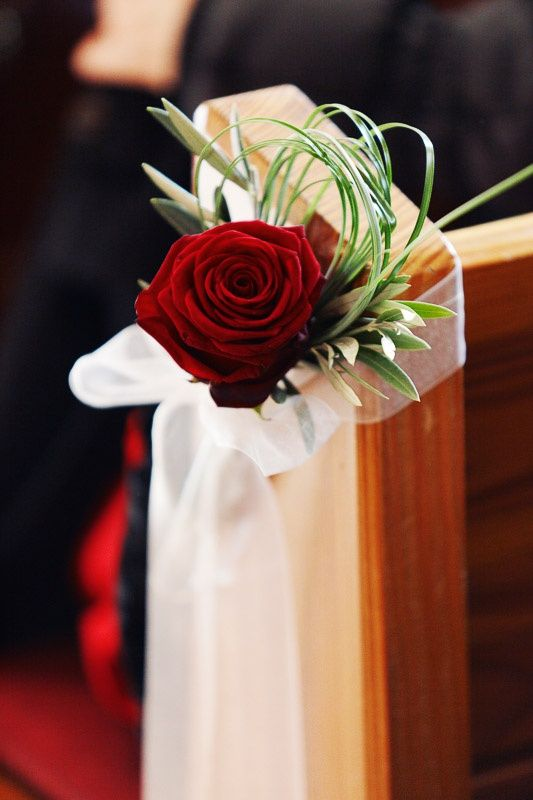 Simple red rose, beautiful organza 108 by 10 inch garland available in 15 colors at alwayselegant.com